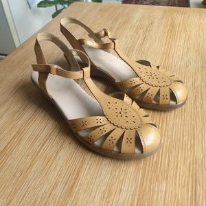 Leather Mary Jane tan sandals